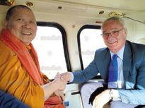 """""""Ngựa ô"""" Premier League mời sư thầy Thái Lan ban phước trước đại chiến Man Utd"""