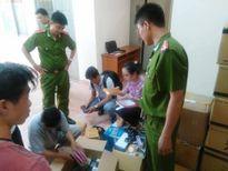 Bắt giữ hàng chục thùng thuốc và dụng cụ kích dục 'tuồn' lậu từ Trung Quốc