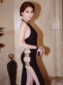 Ngọc Trinh diện đầm siêu gợi cảm nhận giải ở Hàn Quốc