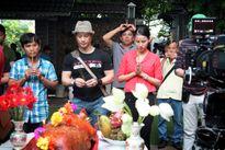 Minh Hằng mộc mạc trên phim trường với Dustin Nguyễn
