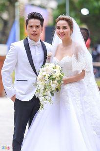 Đám cưới sao Việt gặp sự cố mưa gió, mất điện