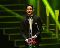 Kim Soo Hyun tiếp tục ẵm giải lớn dù phim không như ý
