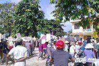 Chợ bị di dời, tiểu thương 'vây' ủy ban phường