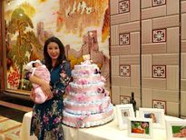 Hà Kiều Anh tổ chức tiệc đầy tháng con gái