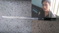 """Đối tượng nghi """"ngáo đá"""" kề dao vào cổ bé gái 5 tuổi đòi... ăn cháo gà"""