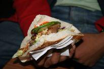 """Bánh mỳ Kebab """"muôn hình vạn trạng"""" tại 18 quốc gia"""