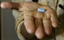 """Câu chuyện về """"thuốc thần"""" trị HIV nhưng không ai dùng"""
