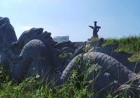 Lời thì thầm của tượng đài nghìn tỉ bỏ hoang, xuống cấp