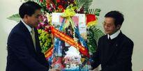 Tân Chủ tịch TP. Hà Nội tặng quà, chúc mừng Giáo xứ Thái Hà