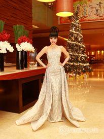 Jessica Minh Anh mặc bộ váy Haute Couture nặng 15kg tại Chung Kết Siêu Mẫu