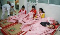 Hàng trăm công nhân nhập viện do ngộ độc thức ăn