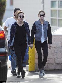 Kristen Stewart lộ diện sau nghi án quay lại với Robert Pattinson