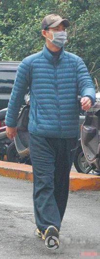 Cbiz: Châu Du Dân 8 năm mặc một chiếc quần