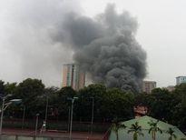 HN: Phát hiện xác ô tô sau vụ cháy gara ở chợ Xanh