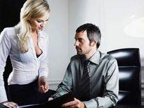 Vì sao đàn ông thích nhìn và sờ ngực phụ nữ?