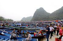 """Lễ hội chùa Hương 2016: Khách đi theo tour không bị """"xin"""" tiền đò"""
