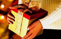 Quan chức mách cách từ chối quà Tết: Thôi đừng ''ngây thơ''