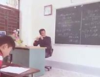 Thầy giáo dạy Toán thổi sáo giúp trò quên mệt mỏi