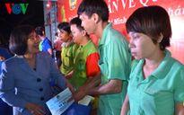 TP HCM trao hơn 2.800 phần quà cho công nhân đón Tết