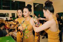 Hoàng Thùy Linh nhí nhảnh ở hậu trường The Remix 2016