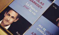 Nicolas Sarkozy đang bán sách hay tái tranh cử tổng thống Pháp?