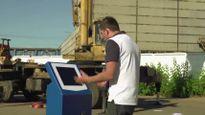 Thả máy ATM từ độ cao 30 mét xuống đất thử độ bền