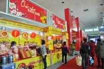 """Bánh kẹo, đồ gia dụng """"hot"""" tại hội chợ Tết lớn nhất Hà Nội"""