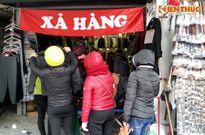 Cảnh xả hàng cuối năm siêu hút khách ở Hà Nội