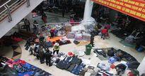 """Chợ trung tâm Móng Cái """"loạn giá"""" hàng Trung Quốc ngày cuối năm"""