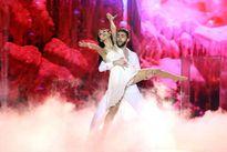 Bị chấn thương, Jennifer Phạm vẫn nhào lộn trên sân khấu