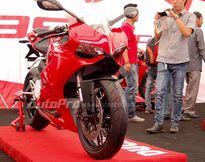 Hoàng Thùy Linh đưa Ducati 899 Panigale lên sân khấu The Remix