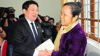 Tặng 200 suất quà Tết cho người dân miền núi Nghệ An