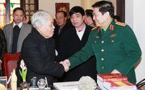 Đại tướng Ngô Xuân Lịch chúc mừng sinh nhật đồng chí Đỗ Mười
