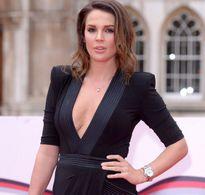Cựu Hoa hậu Anh chuẩn bị sửa ngực lần 7 dù suýt bỏ mạng