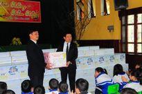 200 suất quà Tết tặng làng trẻ SOS Vinh