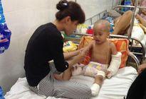 Cái Tết của bé 27 tháng tuổi bị xe tải cán qua người