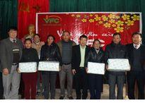 Tặng quà tết cho người nghèo huyện Thanh Chương