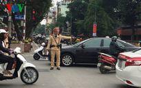 Cảnh sát giao thông Hà Nội xử lý xe dù, bến cóc dịp Tết