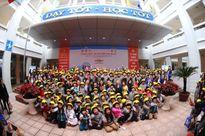 1.000 học sinh Hà Nội được tặng mũ bảo hiểm nhân dịp Tết Bính Thân