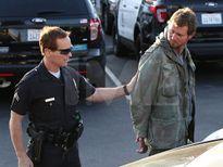 Giật mình khi cảnh sát tóm được kẻ theo dõi bên ngoài nhà Taylor Swift