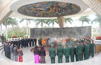 Lãnh đạo TP Đà Nẵng dự Lễ đặt vòng hoa tại đài tưởng niệm và viếng nghĩa trang liệt sĩ thành phố