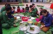 Tặng bánh chưng xanh cho trẻ em nghèo vùng cao