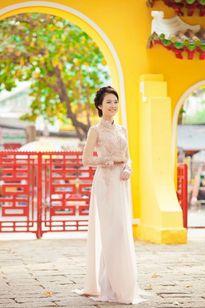 Ngắm nét đẹp thuần khiết của Hotgirl Milan qua tà áo dài của NTK Minh Châu