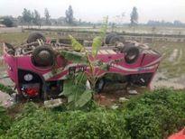 Xe chở khách về ăn Tết lao xuống ruộng, 7 người đi cấp cứu