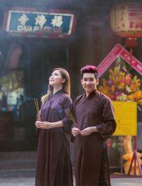 Quang Hà, Hương Tràm mặc áo nâu lên chùa