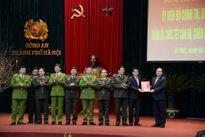 Bí thư Thành ủy Hoàng Trung Hải thăm, chúc tết lực lượng vũ trang Thủ đô