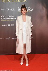 """""""Cô phù thủy"""" Emma Watson gợi cảm trên thảm đỏ"""