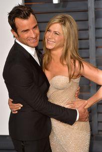 Jennifer Aniston khiến chồng cười đến... ngã khuỵu