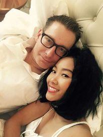 Đoan Trang hạnh phúc đón sinh nhật trong căn phòng tân hôn