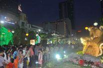 Ảnh: Những thiên thần nhỏ dạo phố đón Giao thừa ở đường hoa Nguyễn Huệ